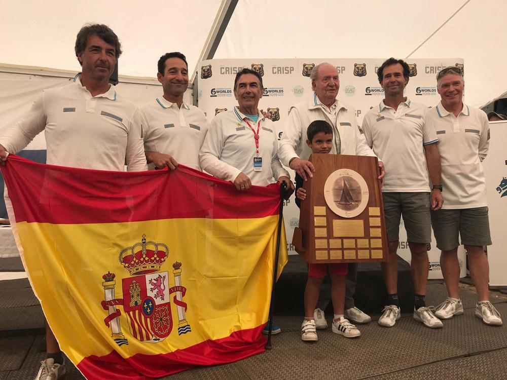 primer puesto en el Campeonato del Mundo de 6 M a bordo del Bribón de S.M el Rey Don Juan Carlos